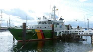 Zollschiff PRIWALL in Lübeck-Ttravemünde, dahinter die PASSAT (23.09.2012)