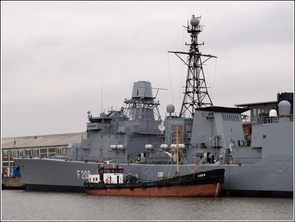 die deutsche korvette f 260 braunschweig das typschiff der neuen klasse 130 liegt bei blohm. Black Bedroom Furniture Sets. Home Design Ideas