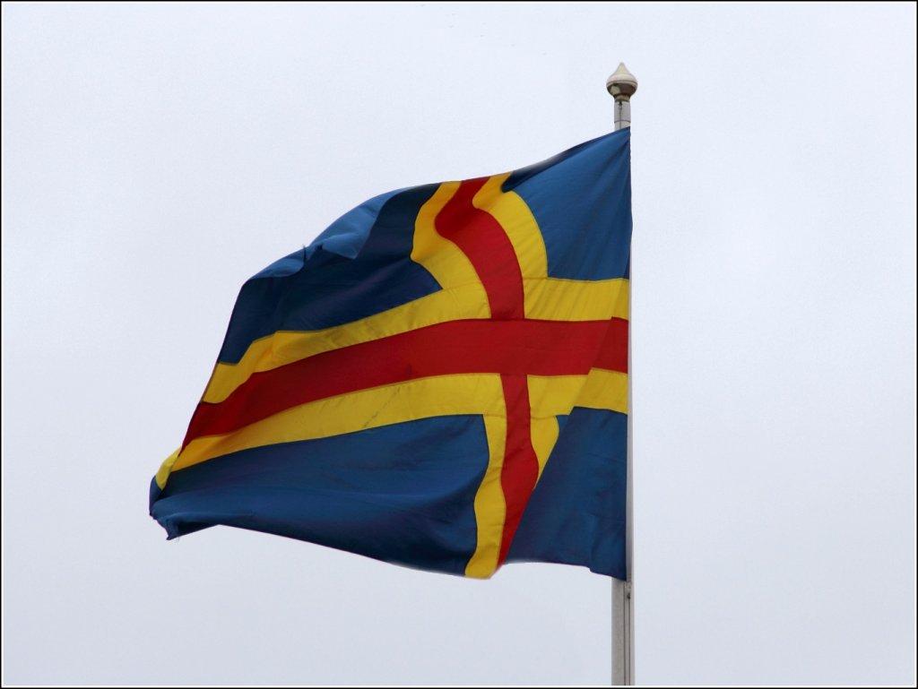 die flagge von land land geh rt zu finnland besitzt aber einen autonomiestatus amtsprache. Black Bedroom Furniture Sets. Home Design Ideas
