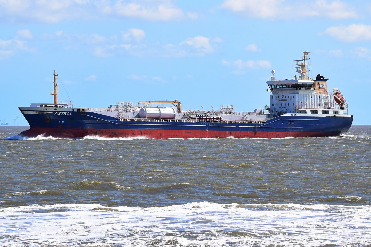 Astral , Tanker , IMO  9371878 , Baujahr 2006 , 129.75 × 19.6m , Cuxhaven , 13.05.2019