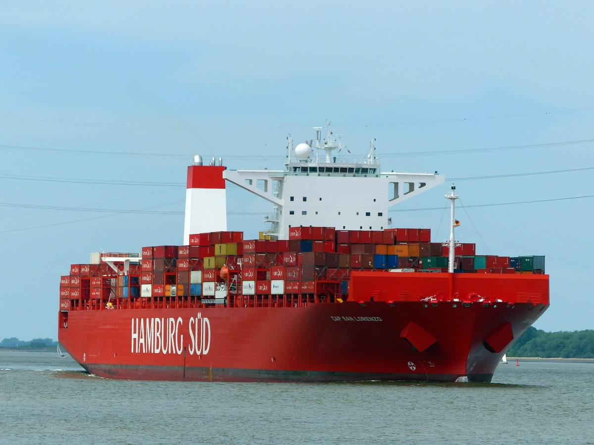 Cap San Lorenzo. Kurs Hamburg passiert Grünendeich am 18.05.2014
