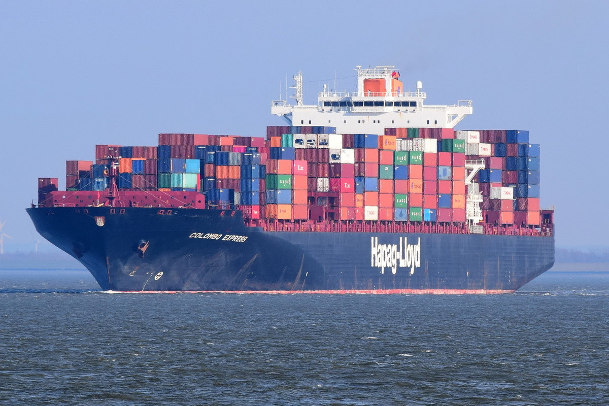 COLOMBO EXPRESS , Containerschiff , IMO 9295244 , Baujahr 2005 , 335.47 × 42.94m , 8749 TEU , Cuxhaven Alte Liebe 30.03.2018
