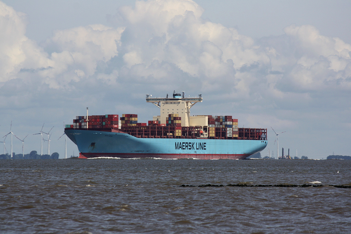 Container Ship Edith Maersk (IMO.9321548) am 19.07.2019 Otterndorf Elbe.