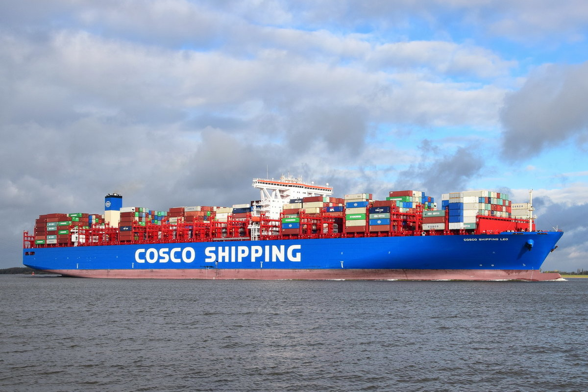COSCO SHIPPING LEO , Containerschiff , IMO 9783502 , Baujahr 2018 , 19273 TEU , 400 × 59m , 02.11.2018 Grünendeich