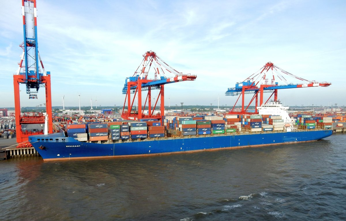 Das 300m lange Containerschiff BUXCOAST am 28.05.17 in Bremerhaven
