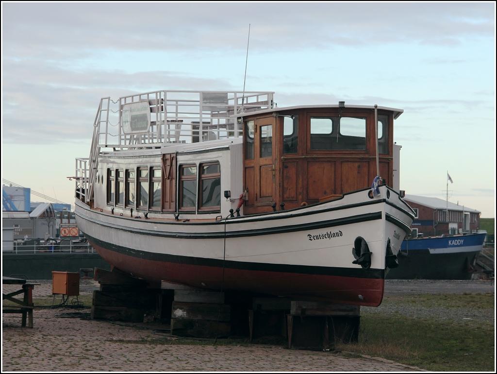 das kleine fahrgastschiff deutschland eni 04305230 wurde. Black Bedroom Furniture Sets. Home Design Ideas