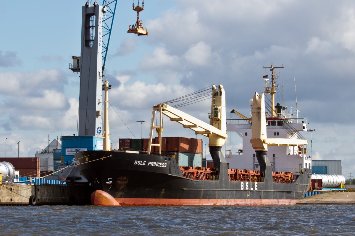 Der General Cargo Frachter BSLE Princess, IMO:8703270, am 20.06.2015 im Hamburger Hafen...