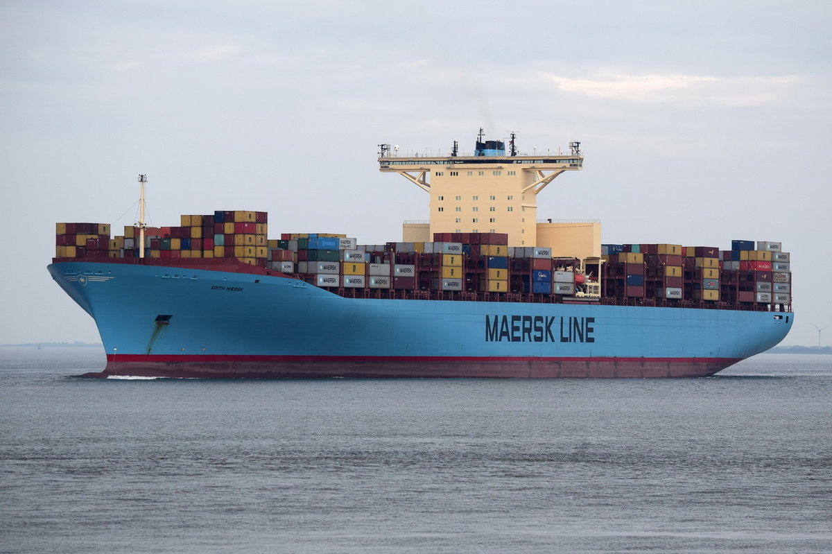 EDITH MAERSK , Containerschiff , IMO 9321548 , Baujahr 2007 , 15500 TEU , 397.7 × 56.4m , 16.05.2017  Cuxhaven