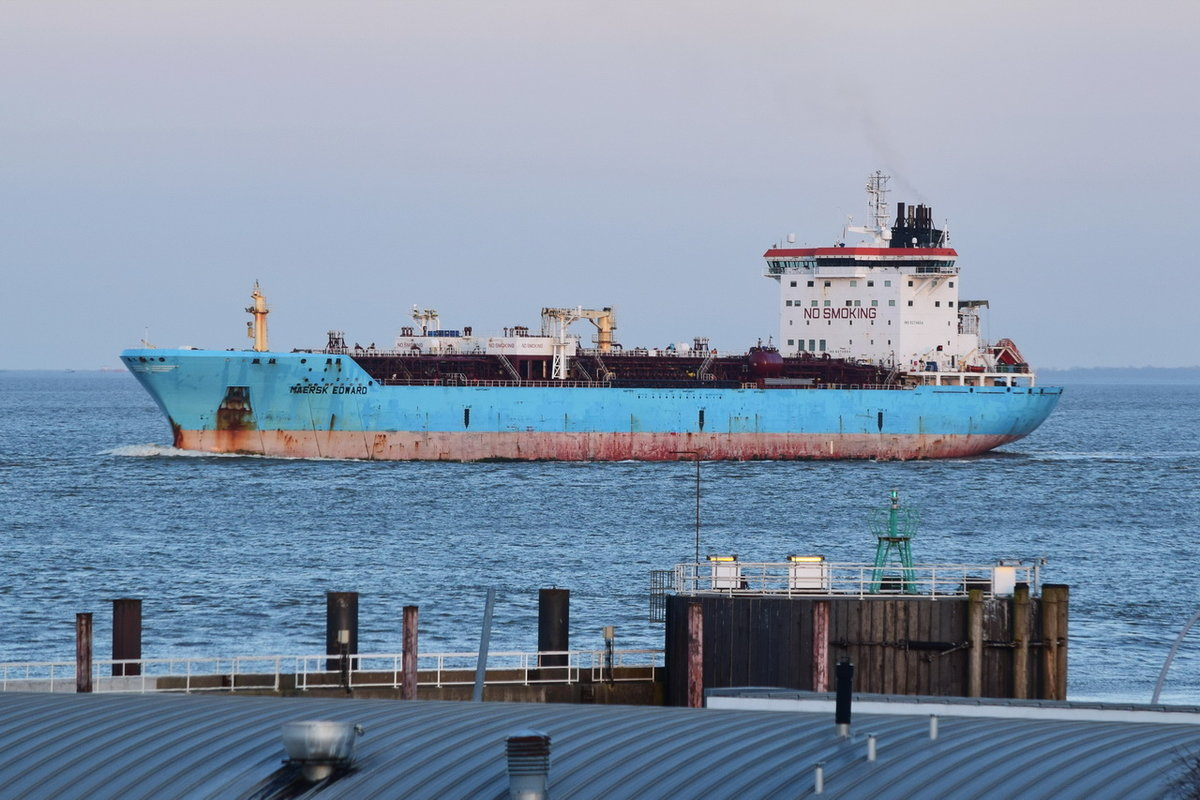 MAERSK EDWARD , Tanker , IMO 9274654 , Baujahr 2005 , 186 x 31 m , Cuxhaven , 14.03.2020