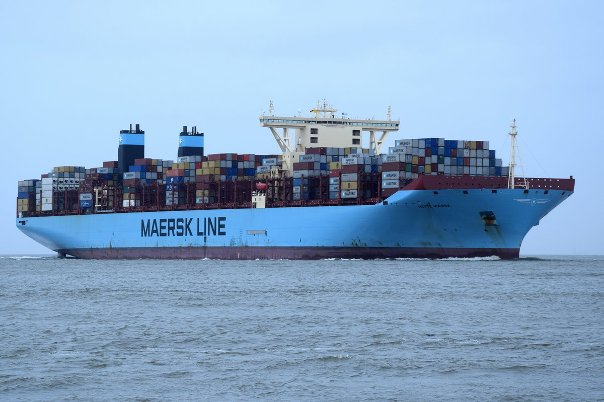METTE MAERSK , Containerschiff , IMO 9632155 , Baujahr 2015 , 18270 TEU , 399.2 × 60m 17.03.2017 Cuxhaven