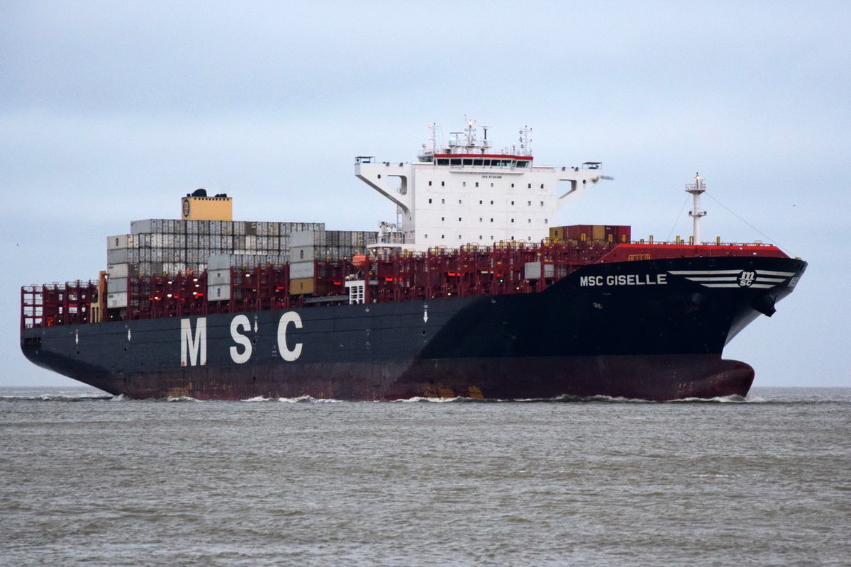 MSC GISELLE , Containerschiff , IMO 9720196 , Baujahr 2015 , 299.8 × 48.3m , 9400 TEU , 24.12.2017 Cuxhaven