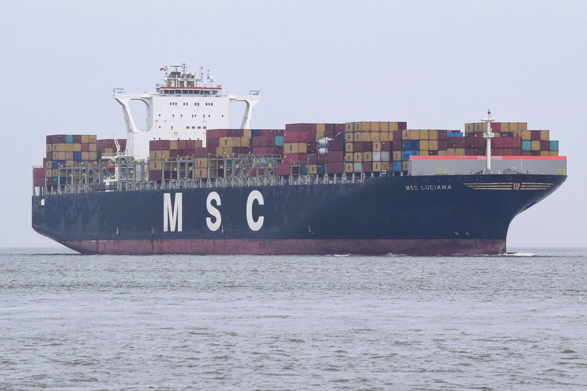 MSC LUCIANA , Containerschiff , IMO 9398383 , Baujahr 2009 , 363.57 × 45.61m , 11312 TEU , 23.12.2018 , Cuxhaven
