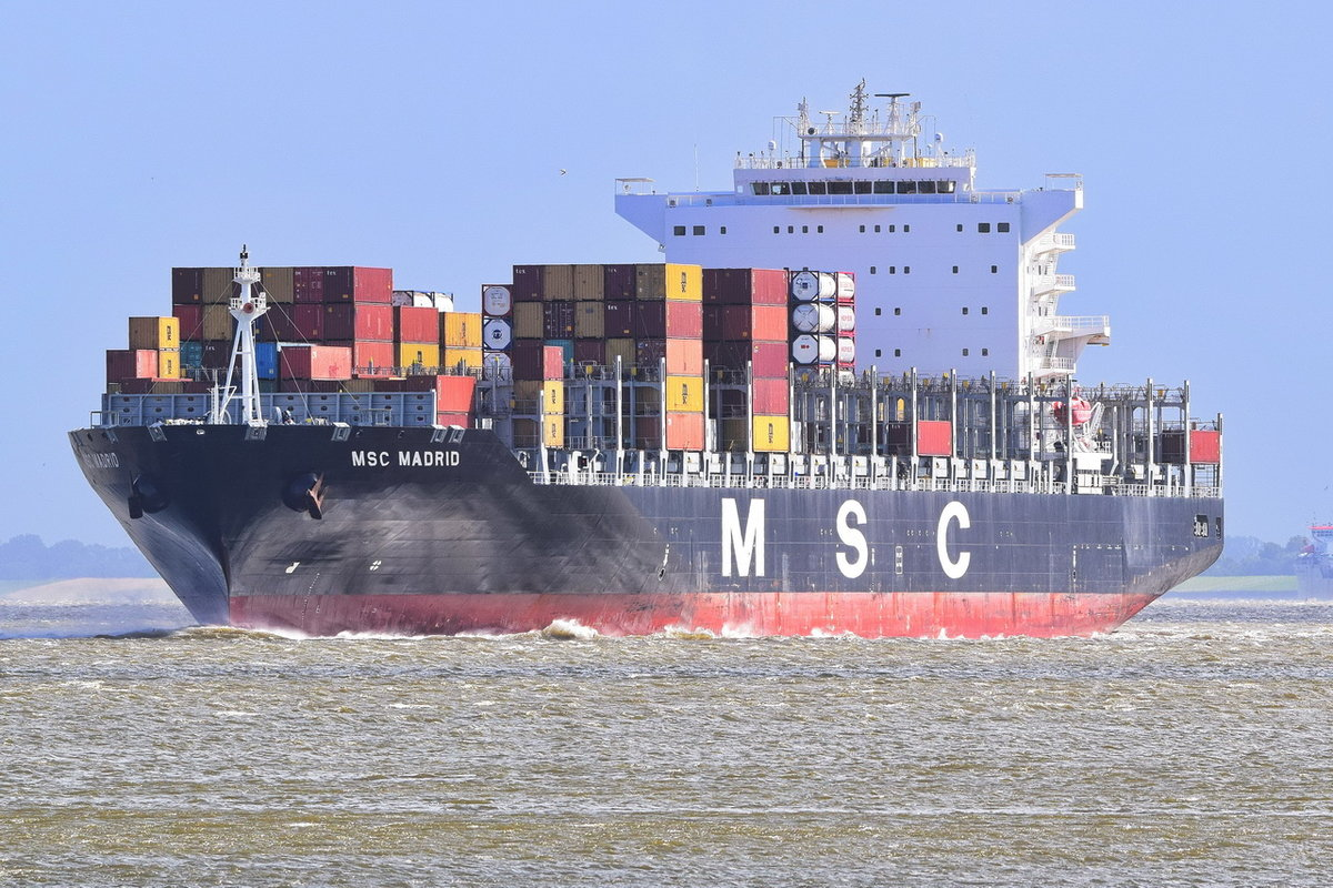 MSC MADRID , Containerschiff , IMO 9480198 , Baujahr 2011 , 270.4 × 40.06m , 5550 TEU  13.09.2017 Cuxhaven