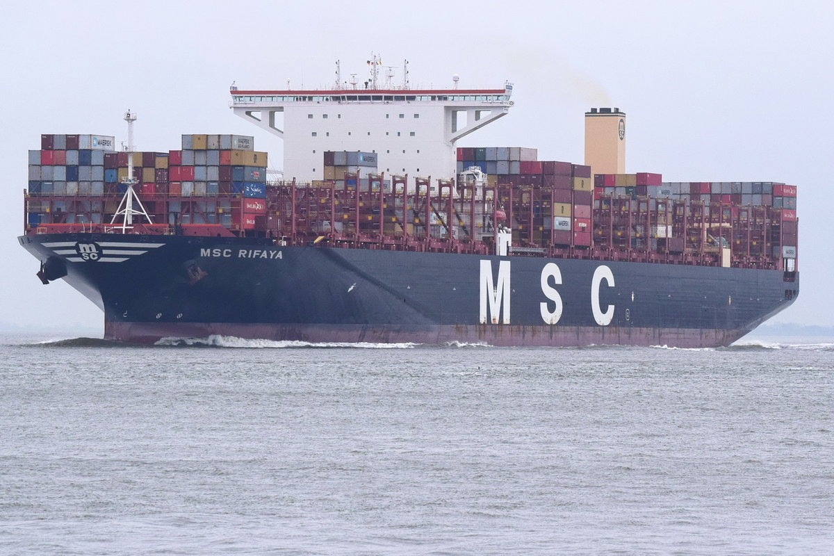 MSC RIFAYA , Containerschiff , IMO 9767388 , Baujahr 2017 , 400 × 58.84m , 19472 TEU , 23.12.2018 , Cuxhaven