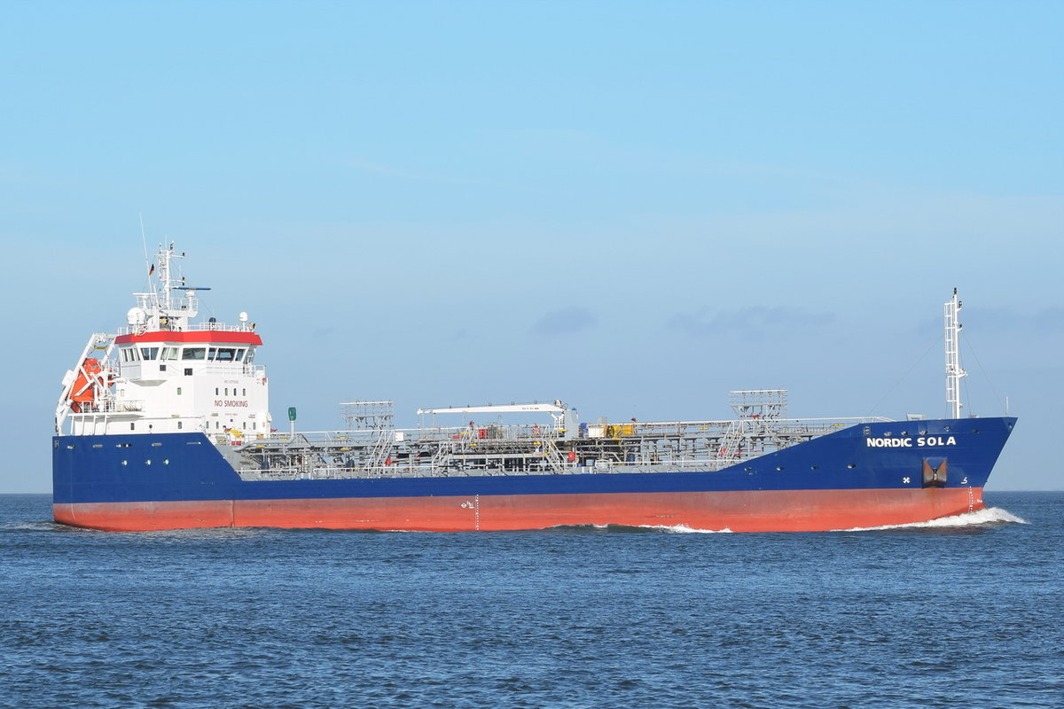 NORDIC SOLA , Tanker , IMO  9375989 , Baujahr 2007 , 89 × 13.33m , 08.11.2018 , Cuxhaven
