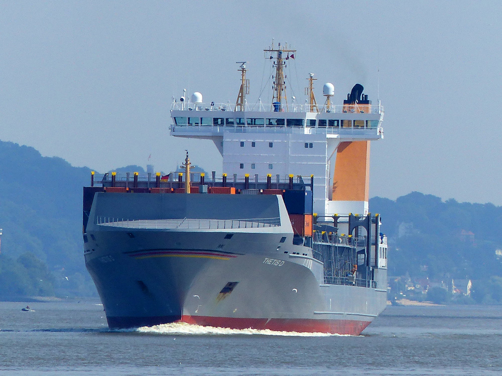 THETIS D. Feeder. Vor Wedel bei Hamburg 21.08.2015 