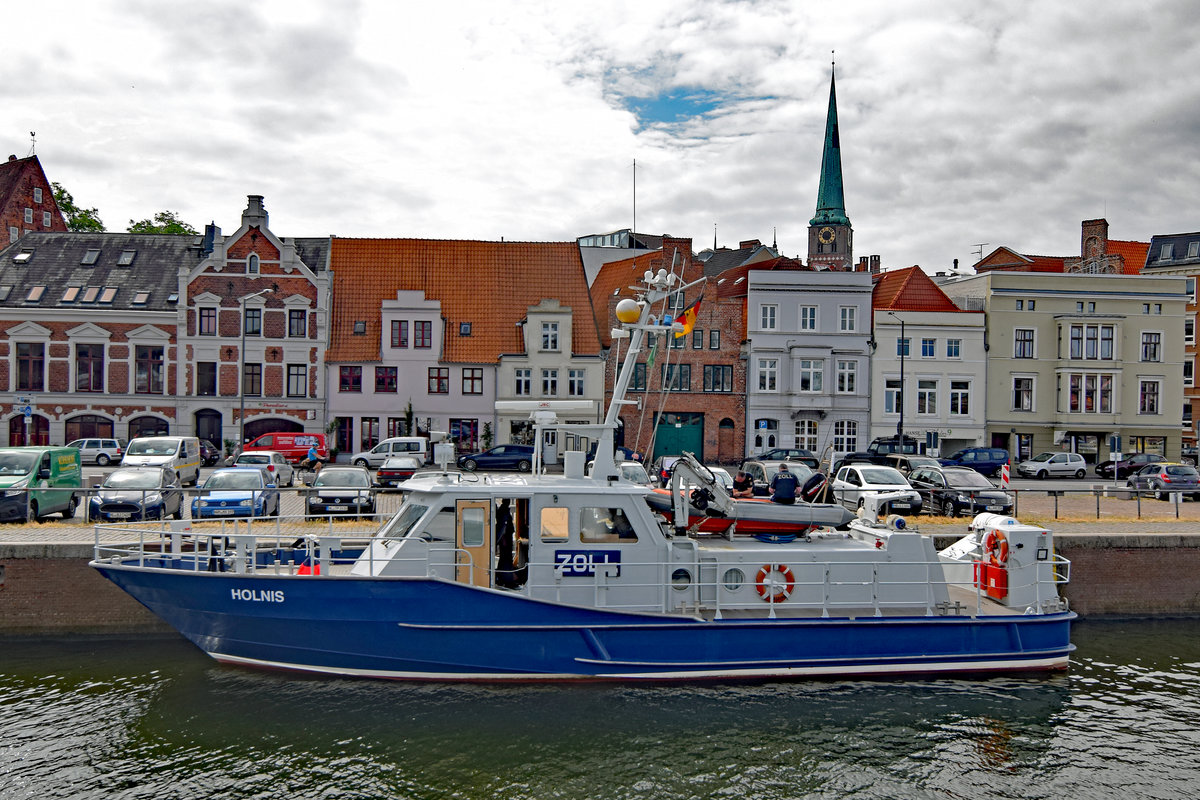 Zollboot HOLNIS am 11.7.2019 in Lübeck
