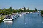 KFGS 'Swiss Tiara', im Bassin des Remparts, Teil des Stra�burger Hafens, Heimathafen Basel/Schweiz, Baujahr 2006, 110m lang, 2130PS, 153 Passagiere, Aug.2016