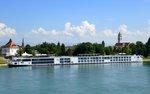 KFGS 'Viking Alruna' festgemacht am Rheinufer in Kehl, 2016 auf der Neptunwerft/Rostock gebaut, Heimathafen Basel/Schweiz, 135m lang, 2x1550PS, 190 Passagiere, Aug.2016