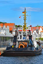 Schlepper CARL am 20.05.2020 am Ostpreussenkai in Lübeck-Travemünde liegend