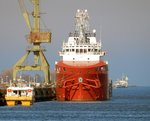 Offshore Versorger VOS Shine am 17.03.16 in Rostock